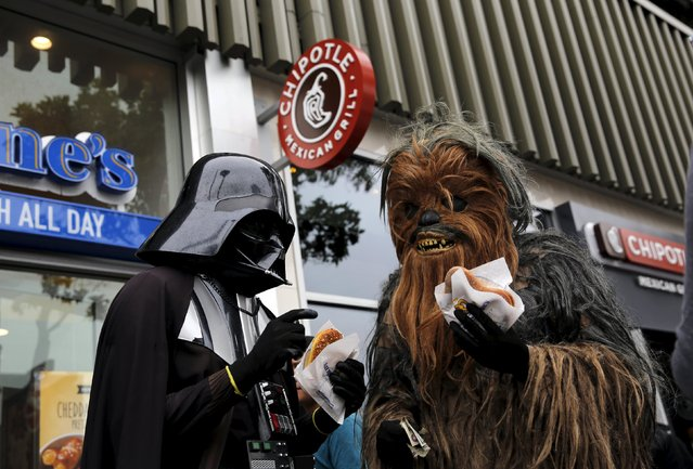 People wearing Star Wars-themed costumes eat pretzels in San Francisco, California July 21, 2015. (Photo by Robert Galbraith/Reuters)