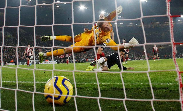 Sheffield United goalkeeper Simon Moore dives in vain as Manchester United's Mason Greenwood (second left) scores his side's second goal of the game during the Premier League match at Bramall Lane, Sheffield on November 24, 2019. (Photo by Andrew Yates/Reuters)