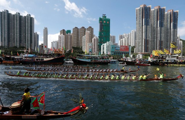 Participants compete during a race to mark Tung Ng or Dragon Boat Festival at Aberdeen fishing port in Hong Kong June 9, 2016. (Photo by Bobby Yip/Reuters)