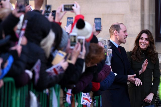 Britain's Prince William, Duke of Cambridge (L) and Britain's Catherine, Duchess of Cambridge arrive for a visit to City Hall in Centenary Square, Bradford on January 15, 2020, to meet young people and hear about their life in Bradford. (Photo by Oli Scarff/AFP Photo)