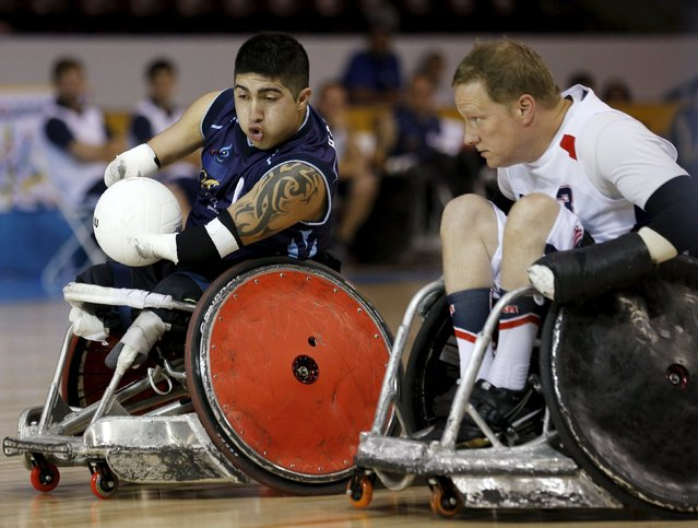 Argentina's Juan Herrerra (L) passes the United States' Rob Deller during their wheelchair rugby match at the Toronto 2015 Parapan Am Games in Mississauga, Ontario August 8, 2015. (Photo by Chris Helgren/Reuters)