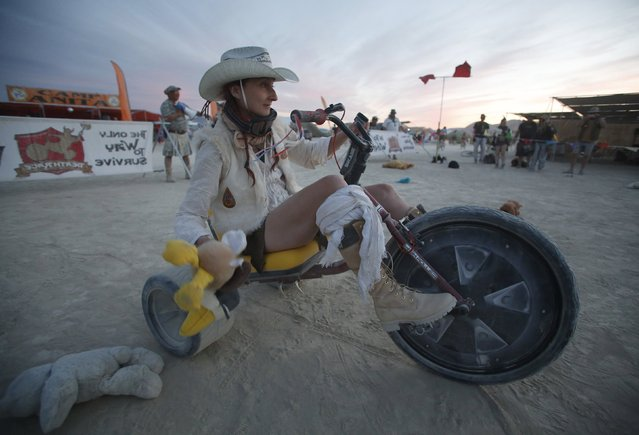 "Sandy Peach competes in the Carnival of Death Race on High Rollers during the Burning Man 2015 ""Carnival of Mirrors"" arts and music festival in the Black Rock Desert of Nevada, September 3, 2015. (Photo by Jim Urquhart/Reuters)"