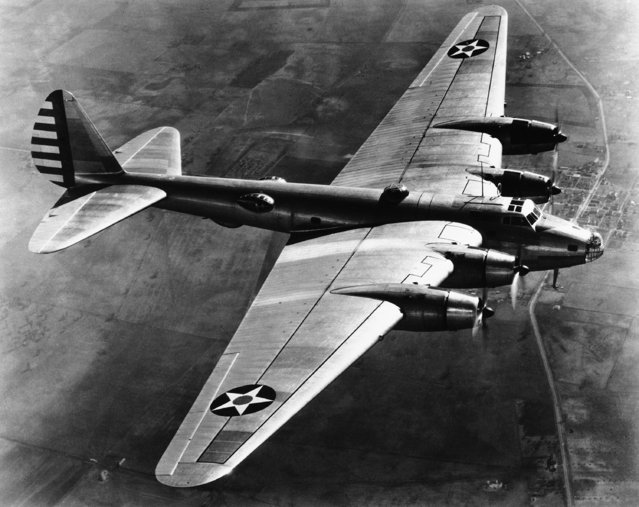 One of  the U.S. Army' new experimental super bomber B. 15  in flight on October 24, 1940. (Photo by AP Photo)