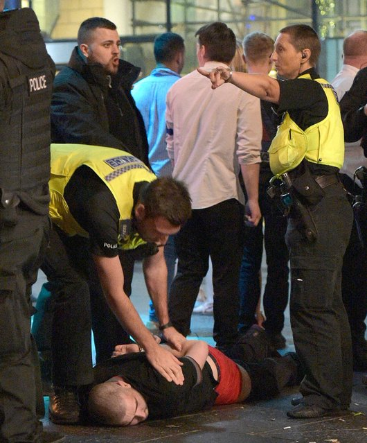 Officers were seen pinning one drunken man to the ground. Mayhem hits the streets of Newcastle, UK as clubbers out on the Toon have a little too much to drink as they enjoy the Bank Holiday on August 29, 2016. Photographs take last night show scantily-clad women passed out on the pavement, while boozed-up men were caught arguing with police. (Photo by XposurePhotos.com)