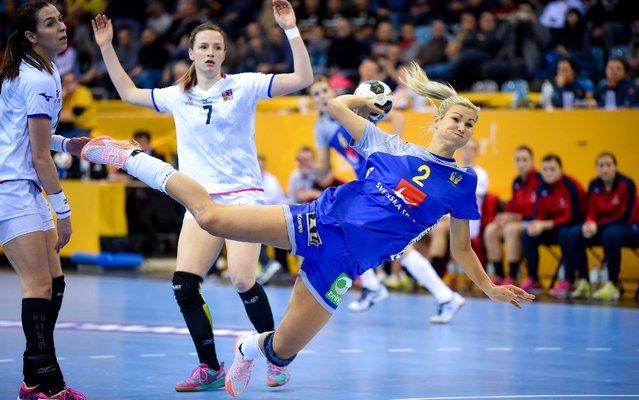 Urlika Toft Hansen of Sweden in action during IHF Women's Handball World Championship group B match between Sweden and Czech Republic on December 05, 2017 in Bietigheim-Bissingen, Germany. (Photo by Lukasz Laskowski/PressFocus/MB Media/Getty Images)