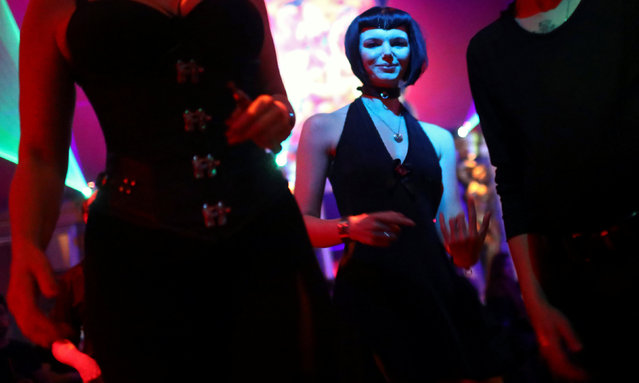 """People dance at the kinky club """"Insomnia"""" in Berlin, Germany, September 4, 2016. At Insomnia, some people switch their everyday clothes for latex or leather in the changing rooms near the entrance while others strip off and head into a whirlpool. Some openly have s*x while loud music pumps out. (Photo by Hannibal Hanschke/Reuters)"""