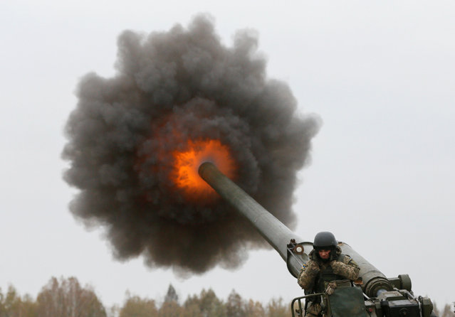 A Ukrainian serviceman fires a 2S7 Pion self-propelled gun during military exercises near the village of Divychky in Kiev region, Ukraine, October 21, 2016. (Photo by Valentyn Ogirenko/Reuters)