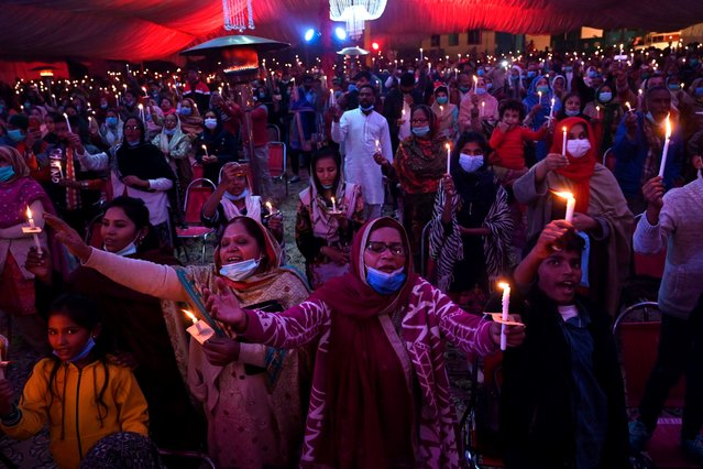Christian devotees take part in a special service ahead of Christmas celebrations in Lahore on December 23, 2020. (Photo by Arif Ali/AFP Photo)