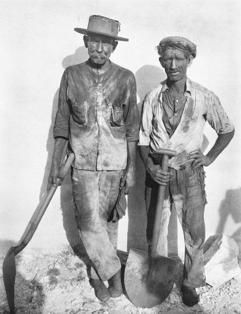 Dock Workers, Havana, 1932. (Photo by Walker Evans)