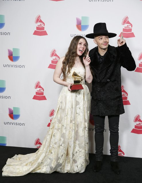 Jesse & Joy pose with their award for Best Contemporary Pop Album during the 17th Annual Latin Grammy Awards in Las Vegas, Nevada, U.S., November 17, 2016. (Photo by Steve Marcus/Reuters)
