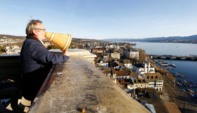 Protestant pastor Christoph Sigrist blesses the city of Zurich from the Karlsturm tower of the Grossmuenster church, as the spread of the coronavirus disease (COVID-19) continues, in Zurich, Switzerland on March 29, 2021. (Photo by Arnd Wiegmann/Reuters)