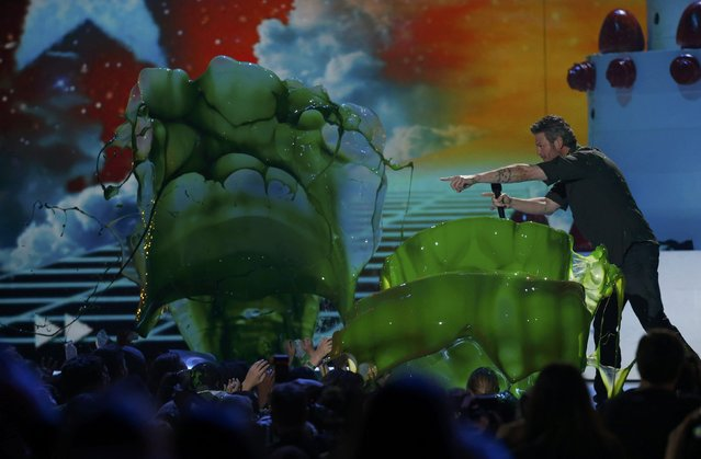 "Show host Blake Shelton has the audience ""slimed"" at Nickelodeon's 2016 Kids' Choice Awards in Inglewood, California March 12, 2016.   REUTERS/Mario Anzuoni (TPX IMAGES OF THE DAY)"