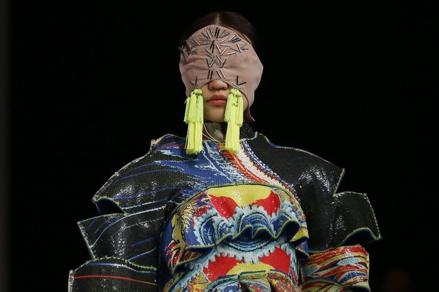 """epaselect epa05234254 A model presents a creation from the Beijing Institute of Fashion Technology Emerging Design Collection at the """"BIFT ELLASSAY"""" Scholarship Awarding Ceremony during the Mercedes-Benz China Fashion Week at the Beijing Hotel, in Beijing, China, 29 March 2016. (Photo by Wu Hong/EPA)"""