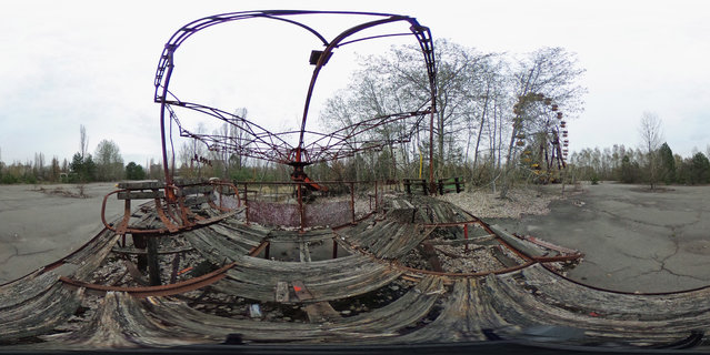 A rusting merry-go-round stands on April 9, 2016 in Pripyat, Ukraine. (Photo by Sean Gallup/Getty Images)