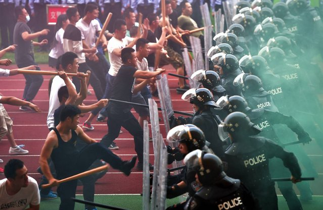 This photo taken on May 27, 2016 shows riot police performing a drill during a 100-day countdown launch event for the Group of 20 (G20) 2016 summit at Yiwu Meihu Sports Center in Yiwu, east China's Zhejiang province. The city of Hangzhou is already eager for the annual event to begin and hopes are high that China's leadership of the group will breathe fresh life into the quest for the elusive global recovery, Chinese state media said on May 28. (Photo by AFP Photo/Stringer)