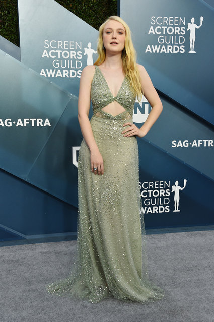 Dakota Fanning attends the 26th Annual Screen ActorsGuild Awards at The Shrine Auditorium on January 19, 2020 in Los Angeles, California. (Photo by Gregg DeGuire/Getty Images for Turner)