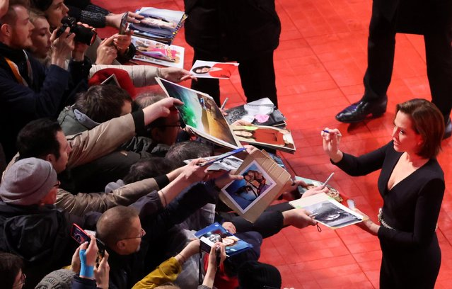 """Sigourney Weaver signs autographs on the red carpet as she arrives for the screening of the movie """"My Salinger Year"""" at the 70th Berlinale International Film Festival in Berlin, Germany, February 20, 2020. (Photo by Fabrizio Bensch/Reuters)"""