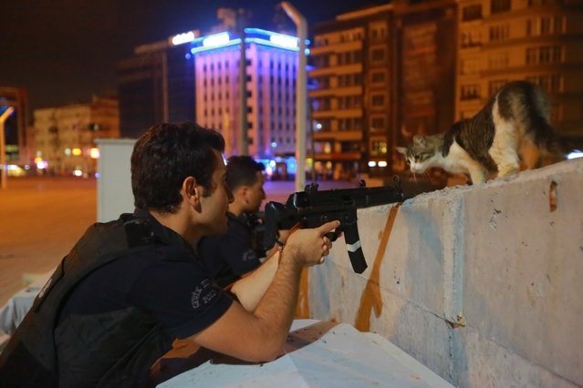 A policeman aims his weapon in Istanbul, Turkey July 16, 2016. (Photo by Kemal Aslan/Reuters)