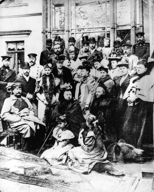 Queen Victoria (1819–1901) sits amongst some of her relatives. Amongst them are the Duke of Edinburgh, the Duke of Connaught, Kaiser Wilhelm II (1859–1941) (and his mother Victoria) of Germany, the Tsarina of Russia, Prince Edward (1841–1910), Tsar Nicholas II (1868–1918) of Russia, 1894. Most of her children and grandchildren have married into nearly all of the Royal houses of Europe. (Photo by Gunn & Stuart)