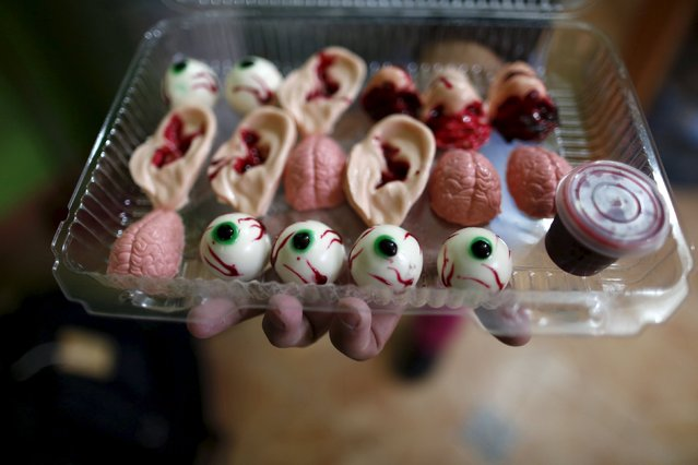 Bloody ears, noses, little brains and eye balls made of gummy candy and red jelly are pictured on a takeaway plastic tray at the Zombie Gourmet homemade candy manufacturer on the outskirts of Mexico City October 30, 2015. (Photo by Carlos Jasso/Reuters)