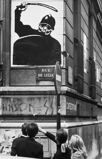 A May '68 poster is seen on a wall of the School of Oriental Languages, Rue de Lille, Paris, France, May 7, 1968. (Photo by Gökşin Sipahioğlu/SIPA Press)