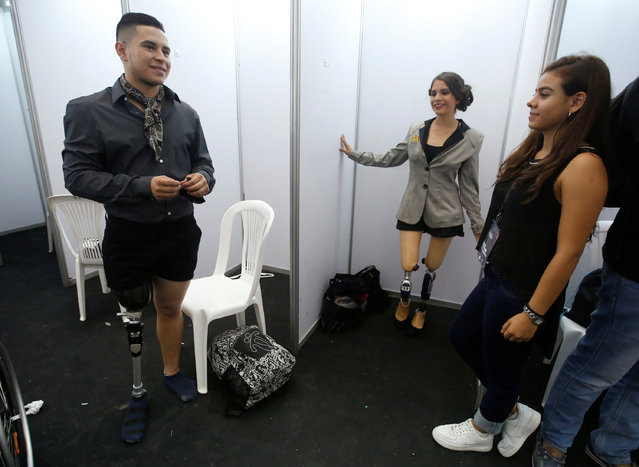 Models get ready backstage before a fashion show during the Inclusion catwalk and Expomujer in Cali, Colombia, November 3, 2016. (Photo by Jaime Saldarriaga/Reuters)