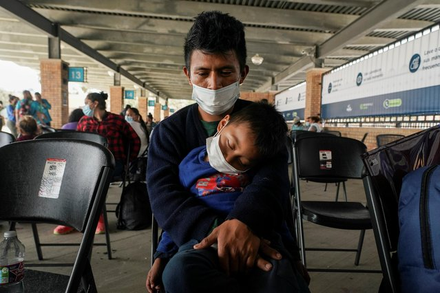 A migrant who crossed Gateway International Bridge from Mexico side to be processed to seek asylum in the U.S., waits with a child at a bus terminal to head to their destination, in Brownsville, Texas, February 25, 2021. The first asylum seekers from a Mexican border camp that had become a symbol of Trump era immigration restrictions entered the United States on Thursday under a new policy meant to end the hardships endured by migrants in dangerous border towns. (Photo by Go Nakamura/Reuters)
