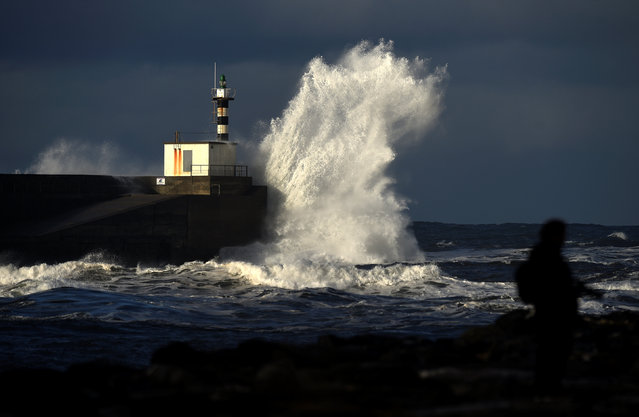 Huge waves crash against a lighthouse on the San Esteban de Pravia seafront in the northern Spanish region of Asturias, Spain January 13, 2017. (Photo by Eloy Alonso/Reuters)