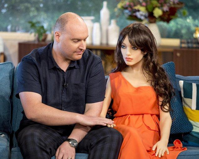"Arran Lee Squire with Samantha the s*x robot on ""This Morning"" TV show in London, UK on September 12, 2017. The s*x-aid industry in the UK is estimated to be worth £250 million pounds a year and with business clearly booming it seems there's no end to inventors and investors creativity. (Photo by Steve Meddle/ITV/Rex Features/Shutterstock)"