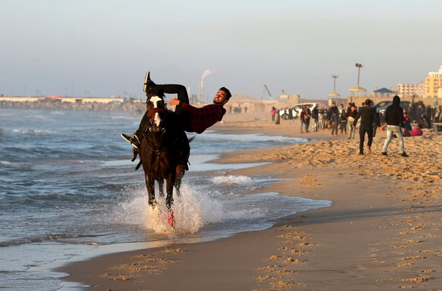 Palestinian man Abedullah al-Gefari, 23, performs stunts on a horse at a beach in Gaza City March 18, 2016. (Photo by Mohammed Salem/Reuters)