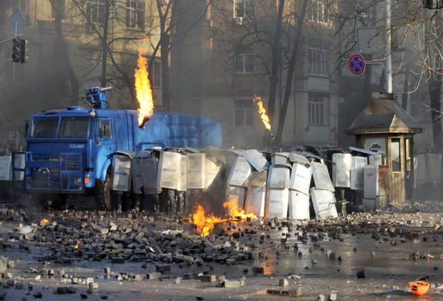 Anti-government protesters clash with police in in the center of Kiev, on February 18, 2014. (Photo by Genya Savilov/AFP Photo)