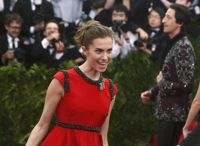 """Allison Williams and Adrian Brody (R, background) arrive at the Metropolitan Museum of Art Costume Institute Gala 2015 celebrating the opening of """"China: Through the Looking Glass"""" in Manhattan, New York May 4, 2015. (Photo by Lucas Jackson/Reuters)"""