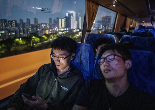 Huawei employees ride the bus home at the end of the workday from the company's Bantian campus on April 26, 2019 in Shenzhen, China. (Photo by Kevin Frayer/Getty Images)