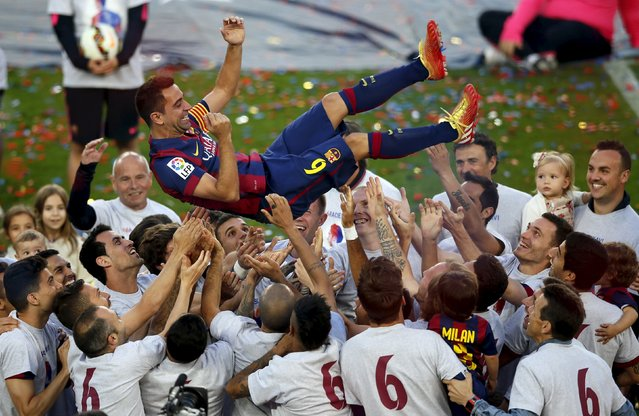 Barcelona's captain Xavi Hernandez is tossed by his teammates at Camp Nou stadium in Barcelona, Spain, May 23, 2015.  Xavi announced on Thursday his retirement from Barcelona at the end of the current season. He will play next season at Al Sadd in Qatar. (Photo by Albert Gea/Reuters)