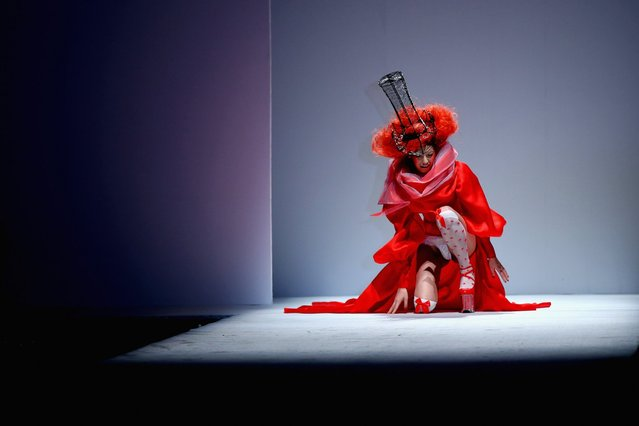 A model falls on the runway during the SECCRY Hu Sheguang Collection 2014 Show during Mercedes-Benz China Fashion Week, March 30, 2014, in Beijing. (Photo by Feng Li/Getty Images)