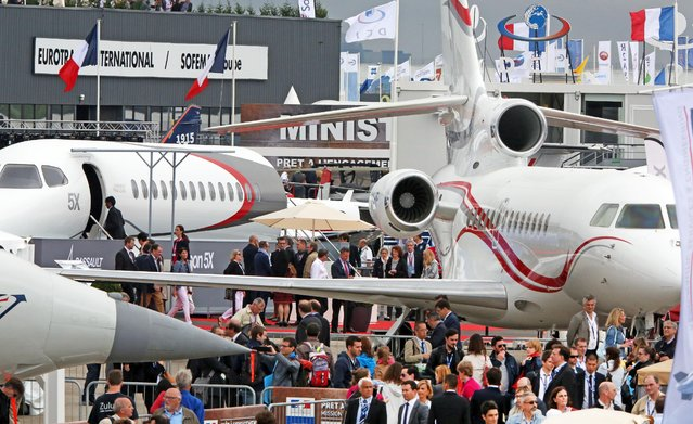 Visitors crowd the alleys of the Paris Air Show in Le Bourget, north of Paris, Thursday June 18, 2015.  Some 300,000 aviation professionals and spectators are expected at this weekends Paris Air Show, coming from around the world to make business deals and see dramatic displays of aeronautic prowess and the latest air and space technology. (AP Photo/Remy de la Mauviniere)