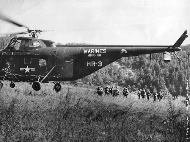 US troops being dropped from a Sikorsky HRS-1 helicopter near the Korean front line, 1952