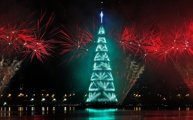 A view of the inauguration of the Lagoa Christmas tree in southern Rio de Janeiro, Brazil on December 14, 2019. (Photo by Fabio Motta/EPA/EFE/Rex Features/Shutterstock)