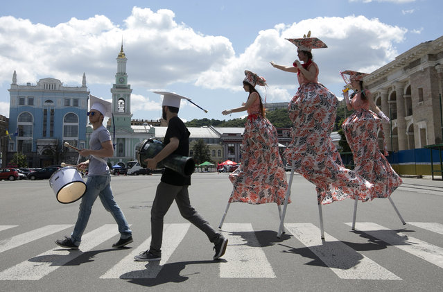 Carnival march of students of Kievo-Moghiliansk academy marking their traditional holiday fro their bachelor graduation, in Kiev, Ukraine, June 28, 2014. Kievo-Moghiliansk academy is the most prestigious university in Ukraine, founded in 17th century by metropolitan Petr Moghila. (Photo by Sergei Chirikov/EPA)