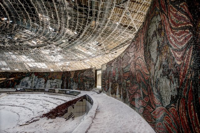 The Soviet Union Abandoned: A Communist Empire In Decay By Rebecca Litchfield