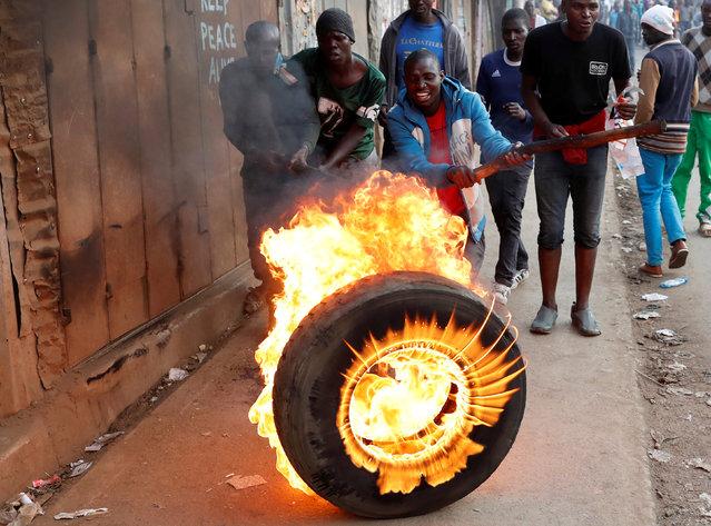 Supporters of opposition leader Raila Odinga set up flaming tyre barricade in Kibera slum in Nairobi, Kenya, August 9, 2017. (Photo by Goran Tomasevic/Reuters)