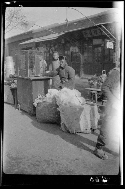 Money Changer. China, Tianjin, 1917-1919. (Photo by Sidney David Gamble)