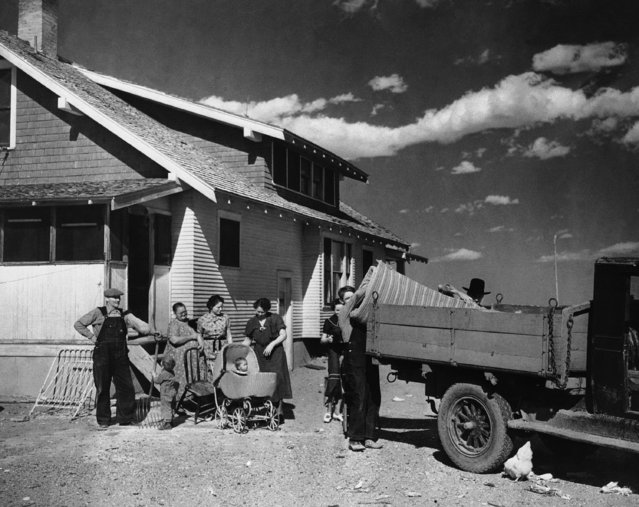"""The first government """"greener pastures"""" migration started April 24, 1937 from northeastern Colorado to southwestern Colorado irrigated lands.  More than 100 families will be moved from """"Dust Bowl"""" lands to the federal project. The Hill and Kovach families load household goods for the westward trek. (Photo by AP Photo)"""