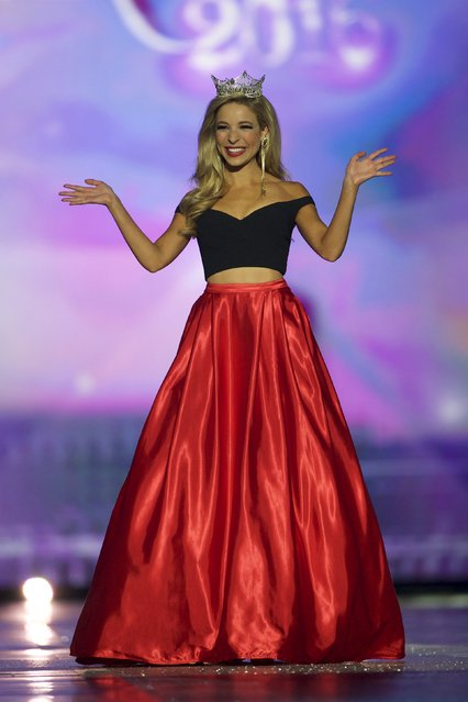 Current Miss America Kira Kazantsev waves to attendees during the first night of preliminaries of the Miss America Pageant at Boardwalk Hall in Atlantic City, New Jersey, September 8, 2015. (Photo by Mark Makela/Reuters)
