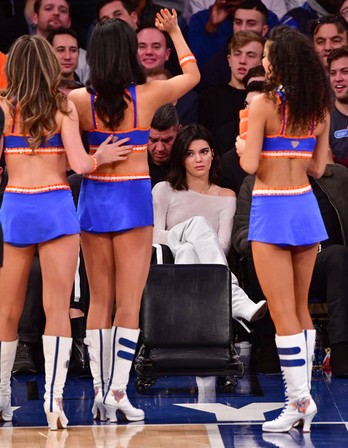 Kendall Jenner attends the Los Angeles Clippers Vs New York Knicks game at Madison Square Garden on November 20, 2017 in New York City. (Photo by James Devaney/GC Images)