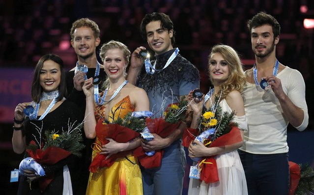 Gold medallists (C) Kaitlyn Weaver and Andrew Poje of Canada, silver medallists (L) Madison Chock and Evan Bates of the U.S. and bronze medallists (R) Gabriella Papadakis and Guillaume Cizeron of France pose with their medals during an award ceremony after the Ice Dance final competition at the ISU Grand Prix of Figure Skating final in Barcelona December 13, 2014. (Photo by Gustau Nacarino/Reuters)