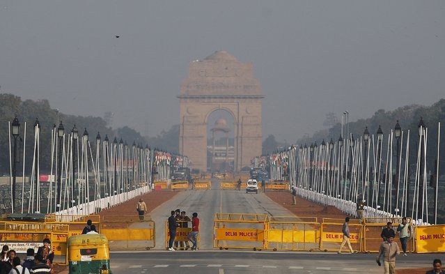 Rajpath, the ceremonial boulevard for Republic Day parade leading to landmark war memorial India Gate, is seen behind barricades in New Delhi, India, Friday, January 23, 2015. (Photo by Altaf Qadri/AP Photo)