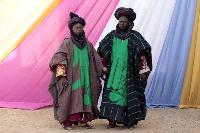 Traditional protocol officials await the arrival of President Goodluck Jonathan for a courtesy visit, at the Emir of Gombe Abubakar Shehu-Abubakar's Palace in Gombe, February 2, 2015. Nigeria is due to hold a presidential election on February 14, pitting the ruling People's Democratic Party's (PDP) Jonathan against former military ruler Muhammadu Buhari for the opposition All Progressives Congress (APC). (Photo by Afolabi Sotunde/Reuters)
