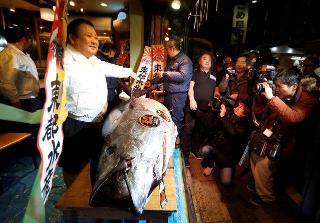 Kiyomura Co's President Kiyoshi Kimura (L), who runs a chain of sushi restaurants Sushi Zanmai, poses with a 212 kg (467 lbs) bluefin tuna at his sushi restaurant outside Tsukiji fish market in Tokyo, Japan, January 5, 2017. (Photo by Issei Kato/Reuters)