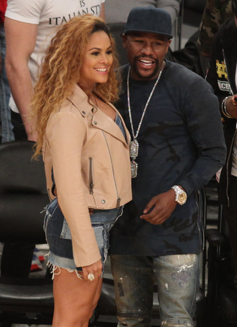 Boxer Floyd Mayweather gets cozy with a cute girl as he hangs out courtside at the Los Angeles Lakers Vs the Minnesota Timberwolves game at the Staples Center in Los Angeles, Ca. on January 24, 2019. (Photo by London Entertainment/Splash News and Pictures)